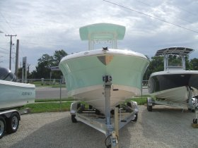 New 2018 Robalo R242 Power Boat for sale