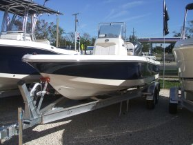 New 2018 Robalo Cayman 206 for sale
