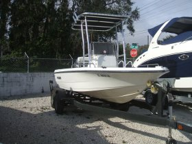Used 2000  powered Century Boat for sale